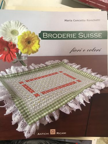 "Libro ""Broderie Suisse"""